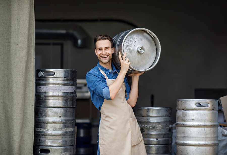 A cerveja armazenada sob pressão ficou conhecida como chopp