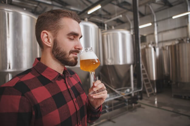 O aroma e o sabor da cerveja pode ficar alterado devido a pasteurização