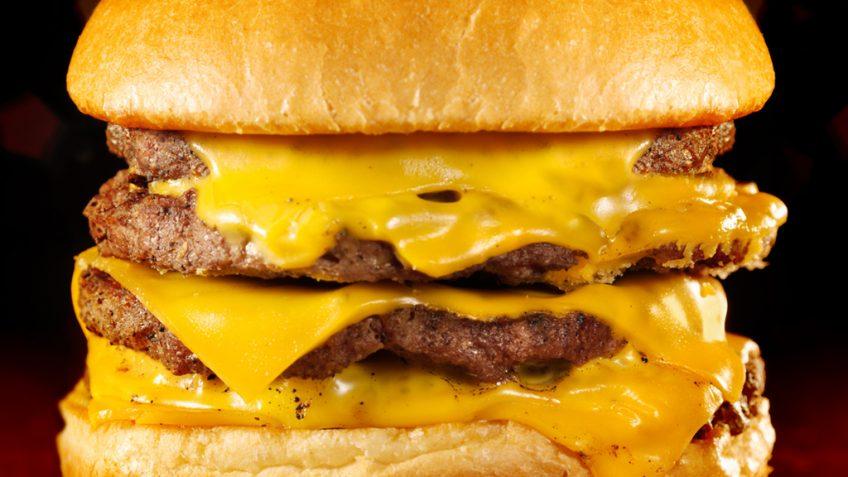 hamburguer de queijo - cerveja
